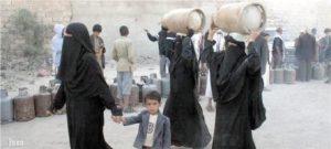 أزمة الغاز في اليمن 300x135 أنبوبة غاز تتسبب في إحتراق رجل وزوجتة بالحديدة