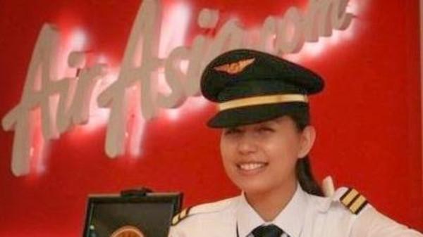 ابنة2 ظهور ابنة الطيار الماليزي وصديقة مساعده المشبوه