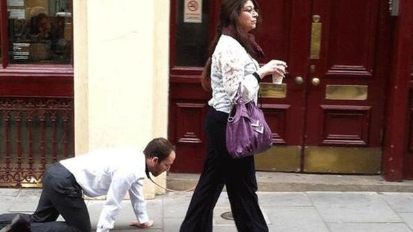 ارجل كشف لغز المرأة التي تجر الرجل الكلب في شوارع لندن