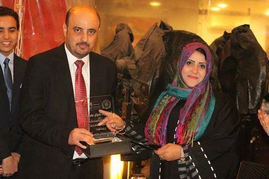 اشواققق مؤسسة المستقبل وجامعة الشعوب تكرمان الناشطة المجتمعية الدكتورة اشواق محرم