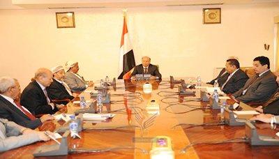 الاجتماعع4 رئيس الجمهورية يرأس اجتماعاً استثنائياً للجنة العسكرية والأمنية العليا