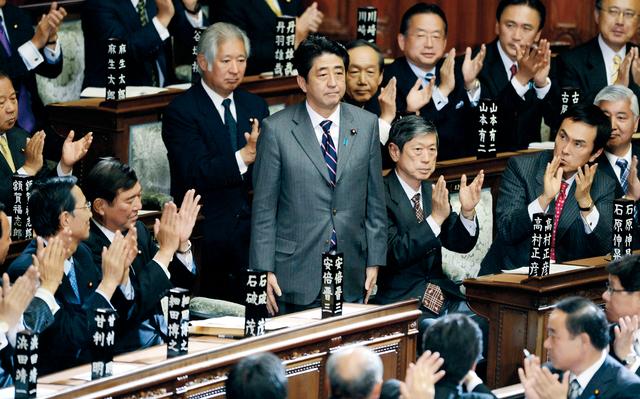 البرلمان بالفيديو.. صراخ وبكاء ولطم سياسي ياباني يحاول تبرير فاتورته الباهظة