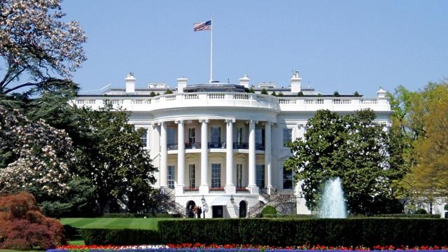 البيت البيت الأبيض يتعرض لهجوم ارهابي ورقي