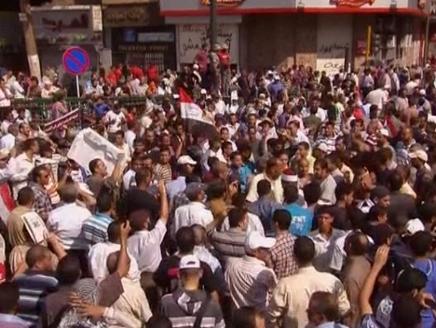 التحرير هدوء في التحرير بعد اشتباك بين مؤيدي ومعارضي مرسي
