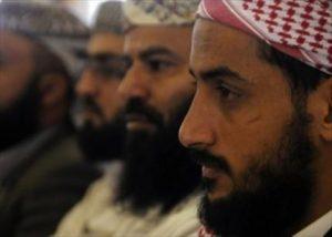 الحزبية تشق صفوف السلفيين في اليمن 300x214 المهجرين قصة مأساة انتقلت من دماج إلى صنعاء