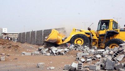 الحملهه حملة عسكرية واسعة لإزالة البناء العشوائي على اراضي معسكر الدفاع الساحلي بالحديدة