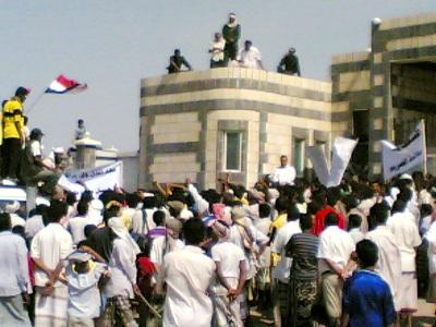 الدريهمي(1) مسيرة حاشدة بالدريهمي للمطالبة بربط منطقتهم بالتيار الكهربائي واستكمال بقية المشاريع الخدمية