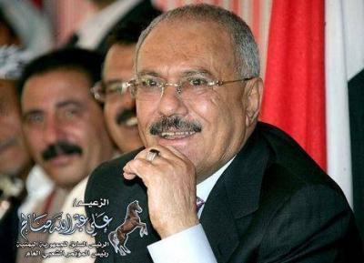 الزعيمم تحدث عن هادي والحوثي .. الزعيم معلقاً على عقوبات واشنطن :(أحسن قرار اتخذوه.. )