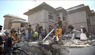 السفر تفجير بسيارة مفخخة يستهدف منزل السفير الايراني في صنعاء
