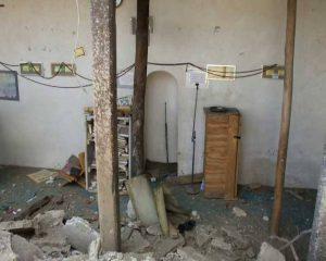 العدوان يدمر مسجد النبي شعيب الأثري5 300x240 أوقاف محافظة الحديدة يدين تدمير العدوان لمسجد جبل النبي شعيب