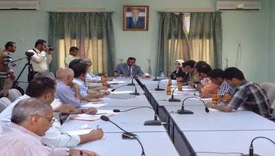 الفساد2 مكافحة الفساد تقر استدعاء عدد من المسؤولين والمتهمين في قضية أراضي مطار الحديدة