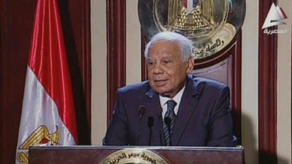 اليبلاوي جدل مصري حول استقالة حكومة الببلاوي