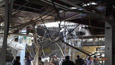 اليح ينفقد محافظ الحديدة يتفقد آثار قصف مطار الحديدة الدول