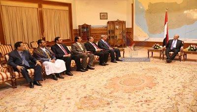 اليمني محافظو عدن وحضرموت والحديدة وذمار وصعدة والمهرة يؤدون اليمين الدستورية أمام رئيس الجمهورية