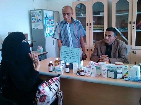 امال1 مكتب حقوق الانسان يواصل  توزيع حقيبة الاسعافات الاولية للمدارس بالحديدة