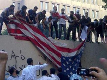 امريكا اقتحام سفارة أمريكا بمصر احتجاجا على الإساءة للنبي