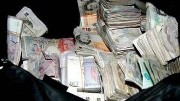 اموال تجارة النساء والمخدرات ينعشان الاقتصاد البريطاني