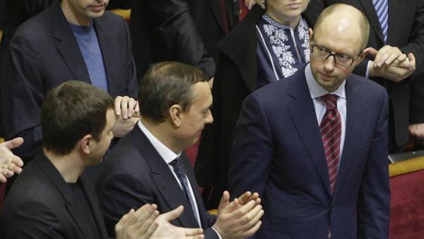 اوكرانيا رئيس وزراء أوكرانيا: يانوكوفيتش نهب الخزانة بالكامل