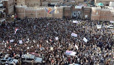 باب1 مسيرة الصمود بأمانة العاصمة تندد بالعدوان السعودي على الشعب اليمني