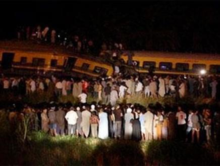 باص مقتل 19 وإصابة 117 في حادث انقلاب قطار عسكري بمصر