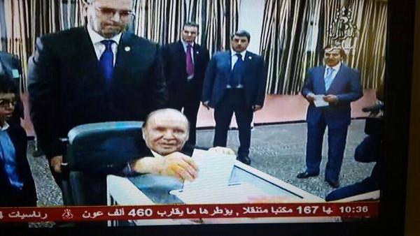 تفليق (صور)الجزائر.. بوتفليقة يدلي بصوته على كرسي متحرك