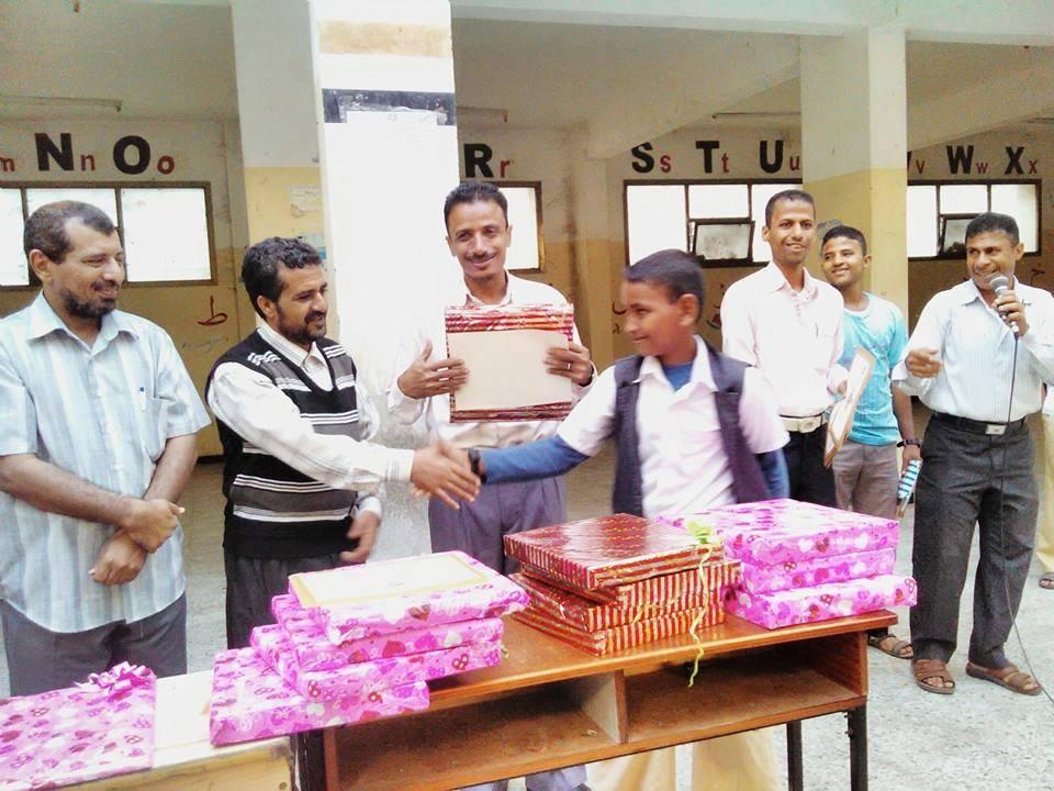 تكريم مدرسة أوري الأساسية للبنين تكرم  82  طالب من المتفوقين بشهادات تقديرية وهدايا عينية الحديدة –
