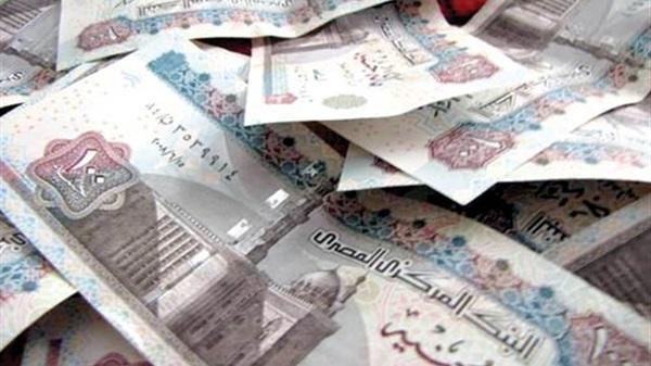 جنيهات مزارع مصري يعثر على 2.7 مليون جنيه ويسلمها للشرطة