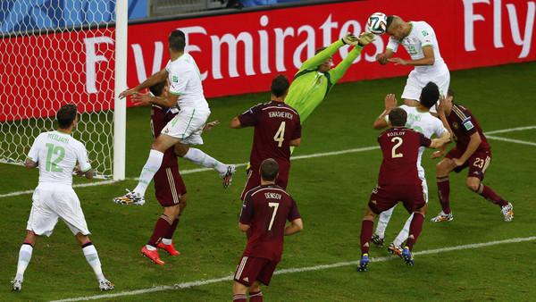 ج جماهير الجزائر تتسبب في معاقبة بلادها