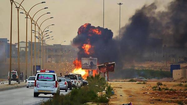 حفتر ليبيا.. نجاة حفتر من هجوم وصواريخ على مكتب معيتيق