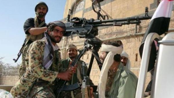 حوث1 الحوثيون يدخلون مدينة حوث ويستولون على منزل الأحمر