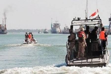 خفرر خفر السواحل بالحديدة تنتشل 11جثة وتضبط 6حاويات محملة بالرشاشات و5جلبات و9قوارب