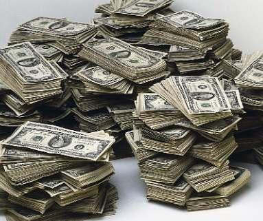 دولار عامل طلاء يعبّر عن امتعاضه من العمل بإحراق 400 مليون دولار