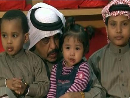 رجل سعودي يكفل 4 أيتام ويوقف ثروته لهم مدى الحياة
