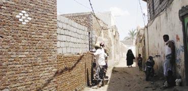 زبيد4 زبيد.. مهدّدة بالشطب  والأهالي يبسطون على الشوارع والمتنفسات العامة