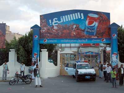 سوبر خبير روسي يقتل مسلحين حاولا اختطافه وسط العاصمة صنعاء
