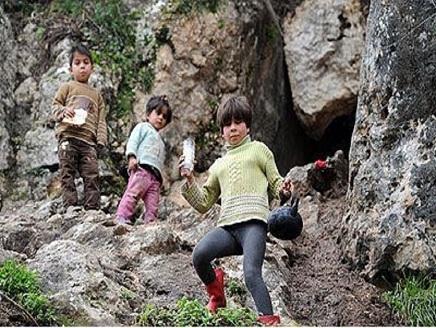 سوريا(1) سوريون يعيشون في كهوف وسفوح الجبال هرباً من القصف