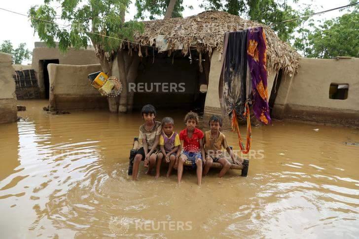 سيول قيادة محافظة الحديدة تتفقد المناطق المتضررة من سيول الأمطار بمديريتي الزهرة واللحية