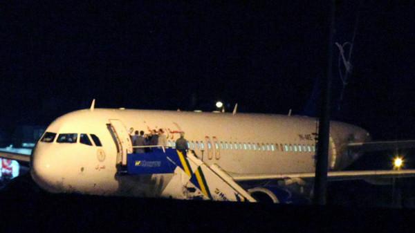 طائرة2 تركيا تفتش طائرة كانت في طريقها إلى سوريا