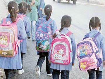 طلاب نحو 600 ألف طالب وطالبة اتجهو الى مدارسهم  بمحافظة الحديدة