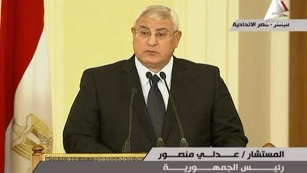 عدلي منصور: رئيس مصر المقبل ستكون له صلاحيات كاملة