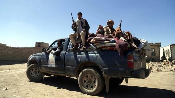 عربه مسلحون قبليون يفجرون 4 عربات للحوثيين وسط البيضاء