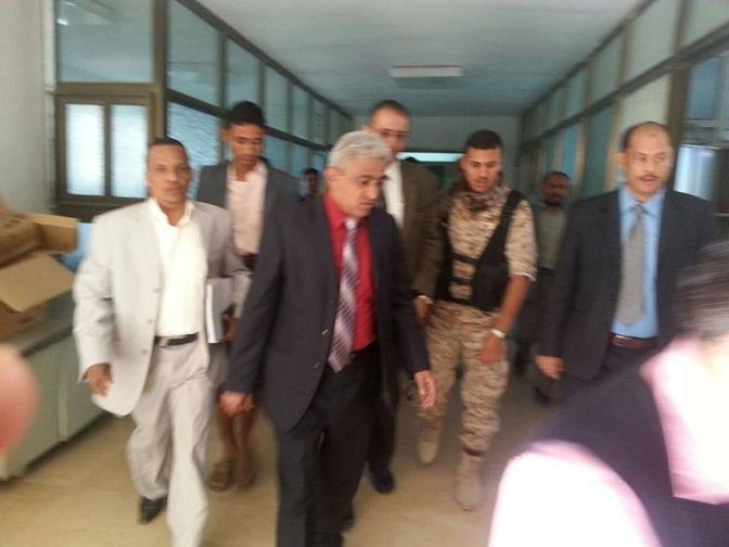 عزيي1 وزير المياه والبيئة يناقش النهوض بأداء الوزارة  والمؤسسات التابعة لها