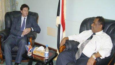 عطية محافظ الحديدة يلتقي سفير المملكة المتحدة لدى اليمن
