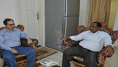 عطية5 محافظ الحديدة يلتقي فريق المركز الإقليمي العربي للتراث العالمي التابع لليونسكو