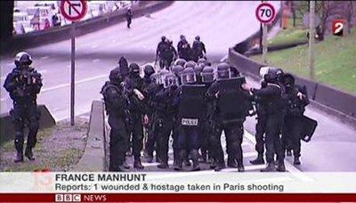 فرنساا إنتهاء عمليتي احتجاز الرهائن في باريس بمقتل جميع المشتبهين مع 5 رهائن