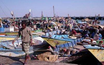 قارب وفاة 2 صيادين وإصابة 6 إثر انقلاب قاربهم بالقرب من جزيرة عقبان