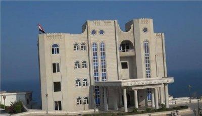 قصر الجيش مسنود باللجان الشعبية يؤمن عدن ويستعيد أسلحة منهوبة