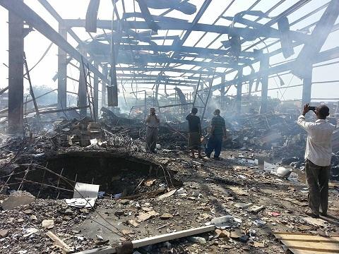 كهربا1 طيران العدوان السعودي يستهدف مخازن الكهرباء بمدينة الحديدة