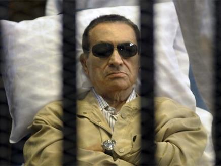 مبارك إصابة مبارك بجروح بعد سقوطه في حمام سجنه بالقاهرة