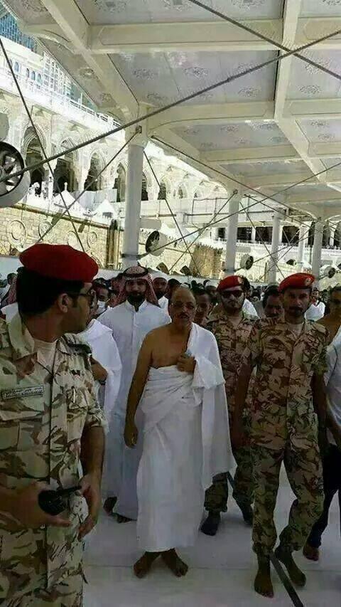 محسنن1 علي محسن يؤدي العمرة والسلطات السعودية تخصص له منزلا للسكن ومبلغا ماليا كلاجئ